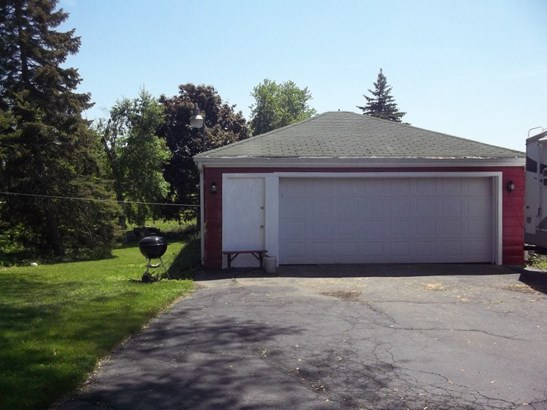 Detached garage (photo 2)