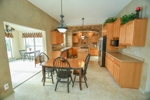 Kitchen and Dinette (photo 4)