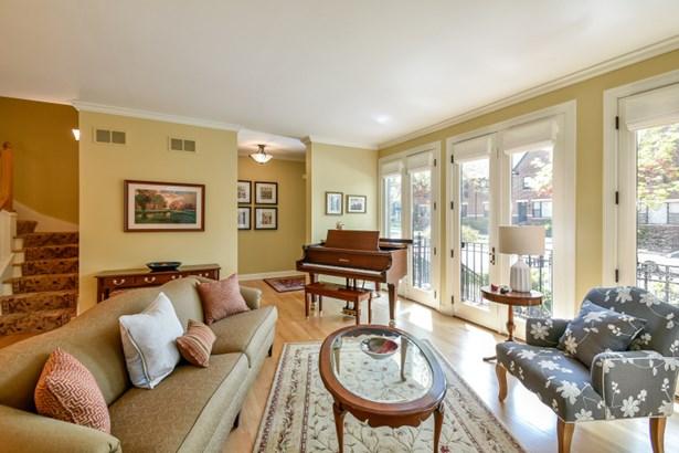Living Room facing SW (photo 4)