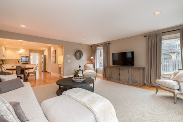 Large family room (photo 3)
