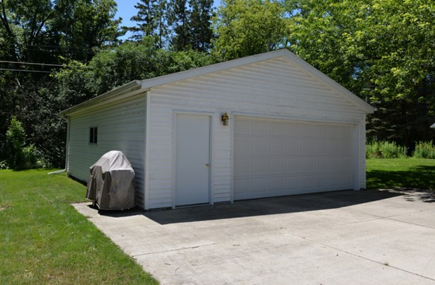 Oversized Garage (photo 2)