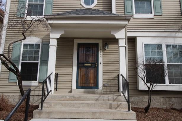 Center Entrance Colonial (photo 1)