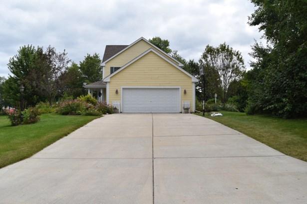 large driveway (photo 2)
