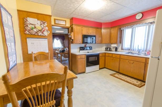 great storage in kitchen (photo 4)