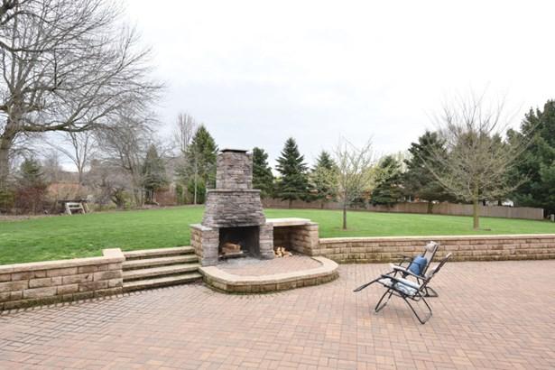 Stone fireplace (photo 2)