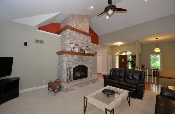 Living Room 3 (photo 4)