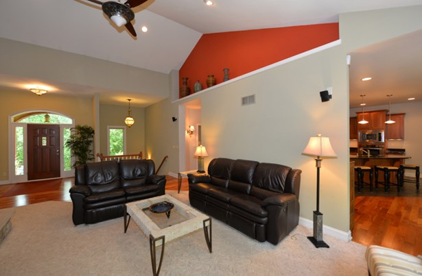 Living Room 4 (photo 5)