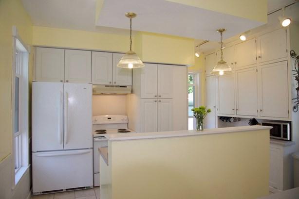 Bright kitchen (photo 4)
