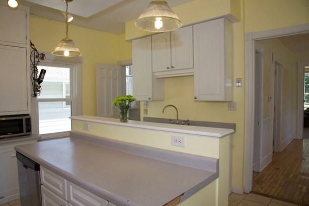 Bright Kitchen (photo 5)