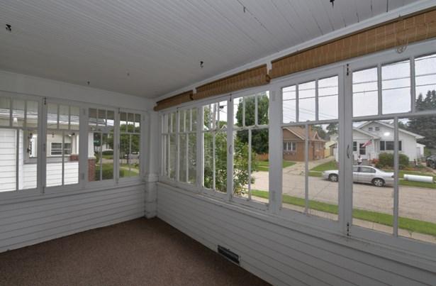 Large Sunny Porch (photo 3)