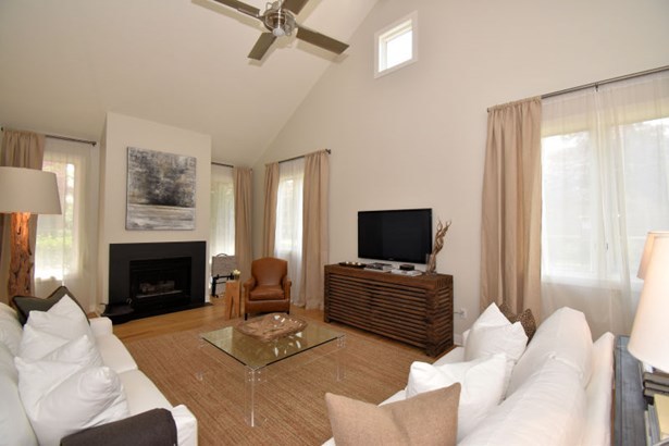 Vaulted Family Room (photo 2)