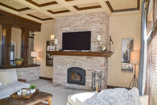 Great room fireplace (photo 4)