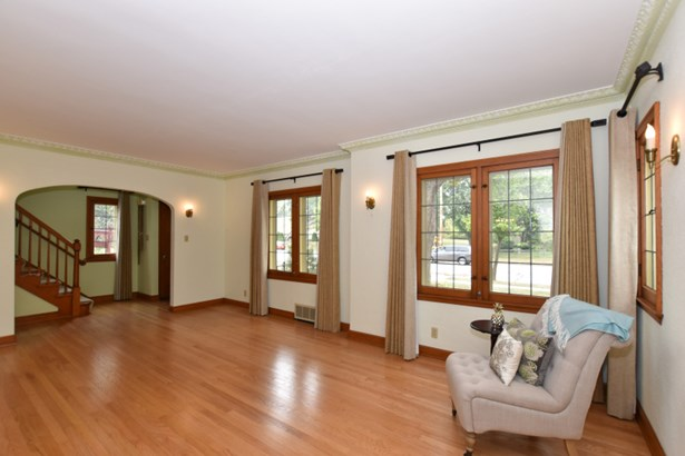 Living Room to Foyer (photo 4)