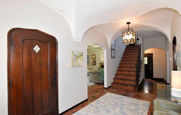 Detailed front Door (photo 4)