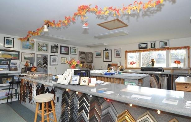 Store Interior (photo 3)
