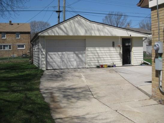 Driveway, Garage (photo 2)