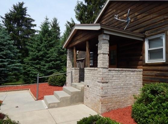 Brick entry to 4 rental apts (photo 3)