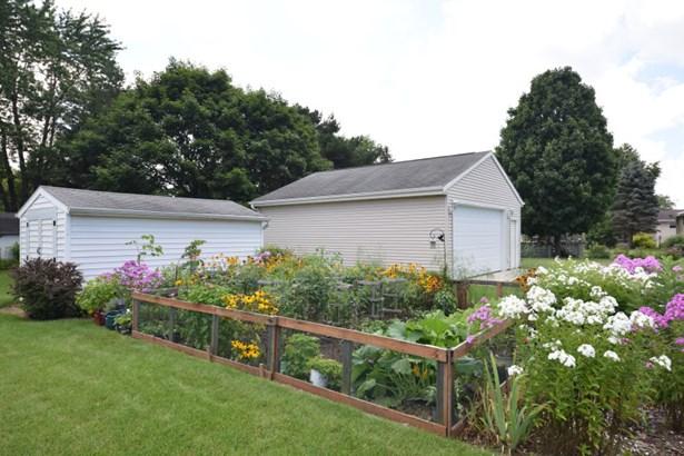Big flat back yard (photo 3)