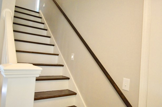 indirect lighting for stairs (photo 5)