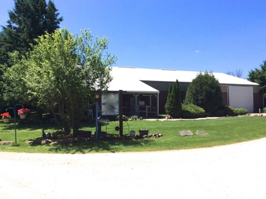 Barns (photo 1)