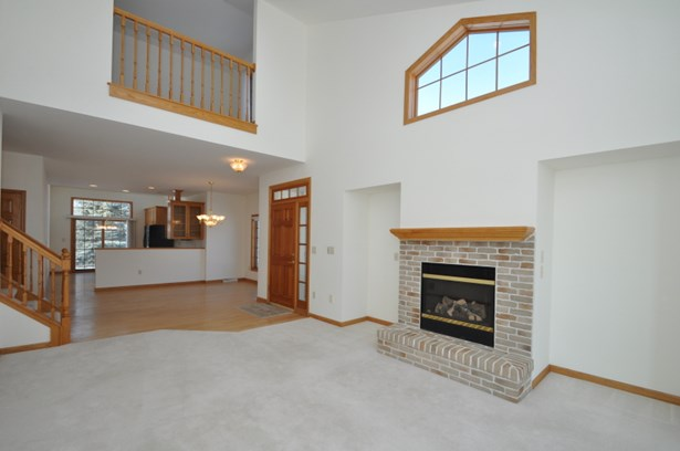 Very open floorplan (photo 5)