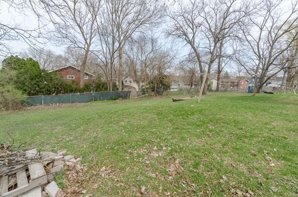 large back yard/common area (photo 3)