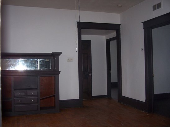 living rm/dining room (photo 4)