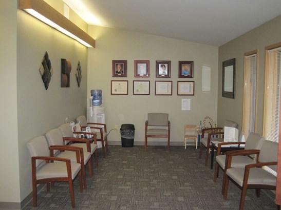 Waiting Room (photo 2)