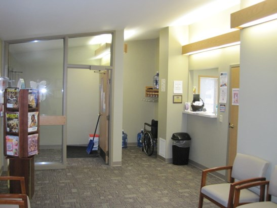 Waiting Room (photo 3)