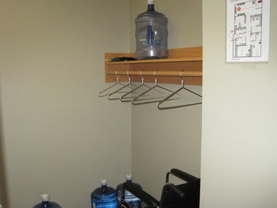 Coat Room (photo 5)
