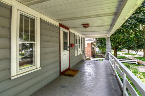 Inviting Front Porch (photo 2)