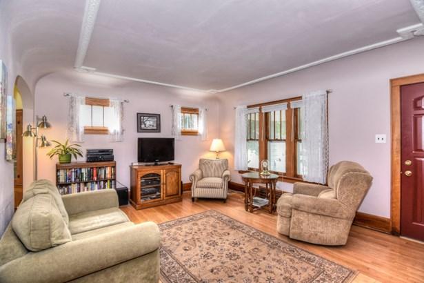 Sunny Living Room (photo 3)