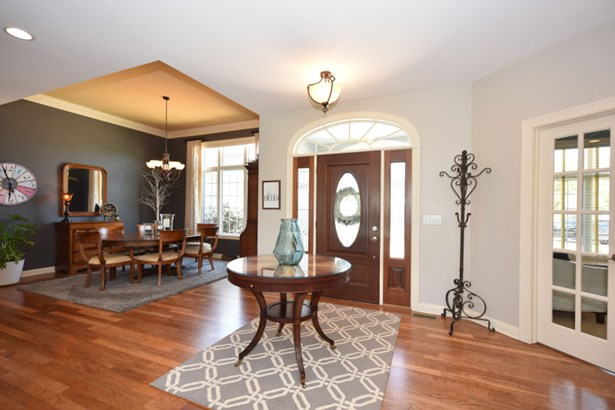 Foyer/beautiful cherry floors (photo 2)