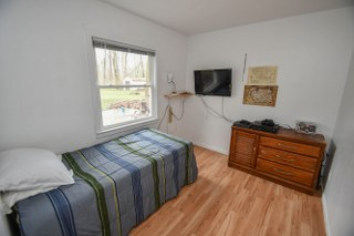 Den currently used a bedroom (photo 5)