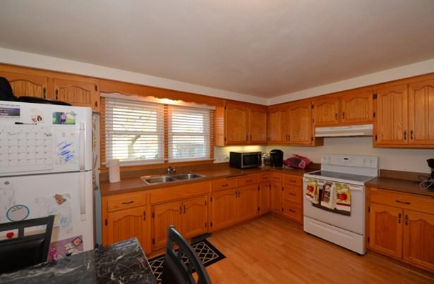 Main level kitchen (photo 2)