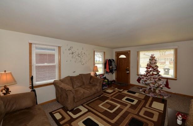 Main level living room (photo 4)