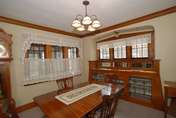 Dining room. Built in buffet. (photo 2)