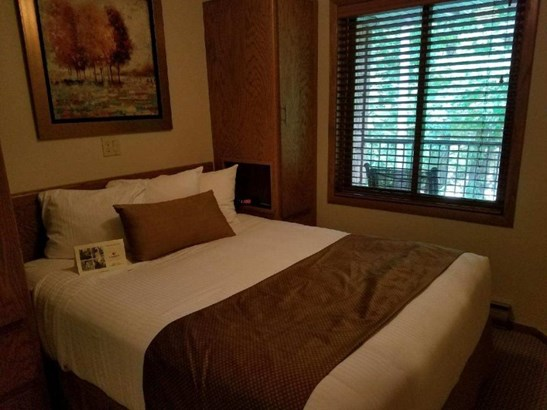 1st Floor Bedroom (photo 4)