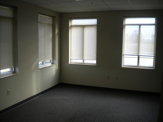 Front Office (photo 5)