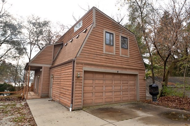 Garage with Bonus Rooms (photo 3)