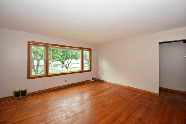 Living Room in Upper (photo 2)