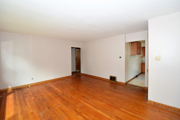 Living Room in Upper (photo 3)