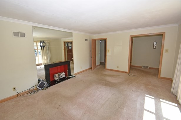 Living Room view to Foyer (photo 5)