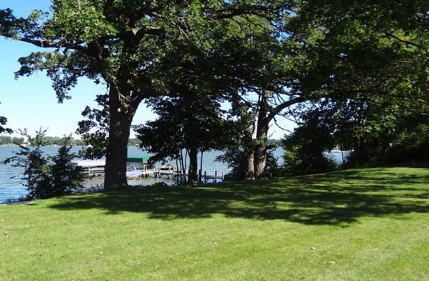 Shoreline (photo 5)