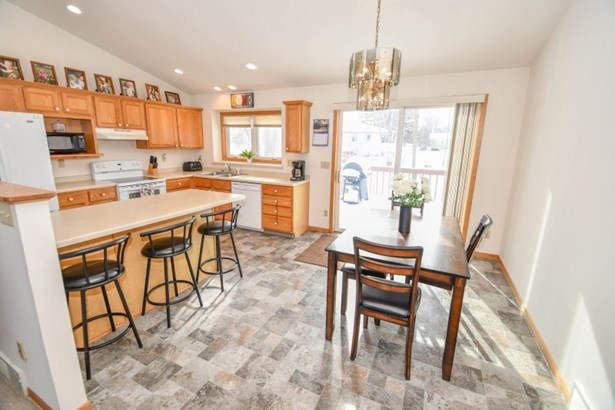 Bright Kitchen & Dining Area (photo 2)