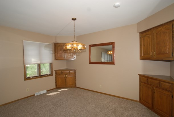 Dining room area (photo 4)