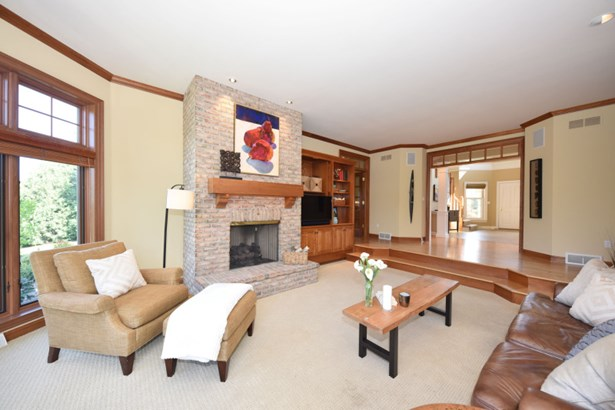 Living Room Natural Fireplace (photo 5)