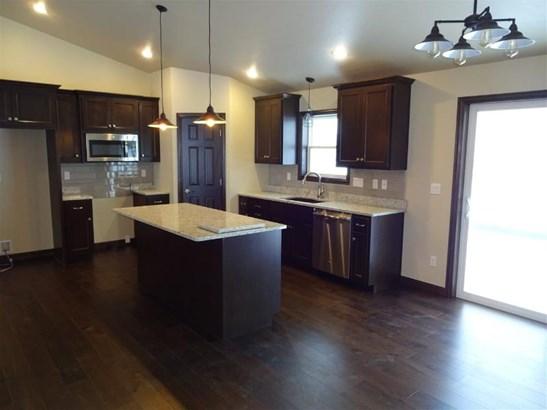 Dining area/kitchen (photo 3)