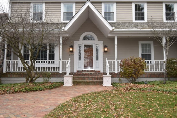 Beautiful Front Porch (photo 2)