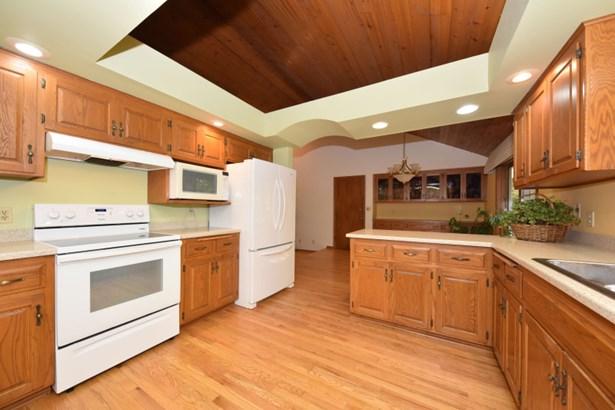 Kitchen 1 (photo 2)